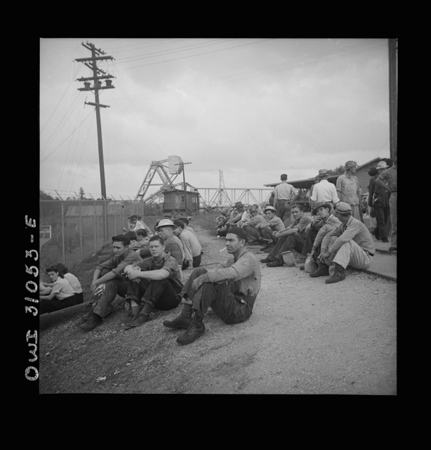 Beaumont, Texas. Shipyard workers waiting to go into work at the Pennsylvania shipyards