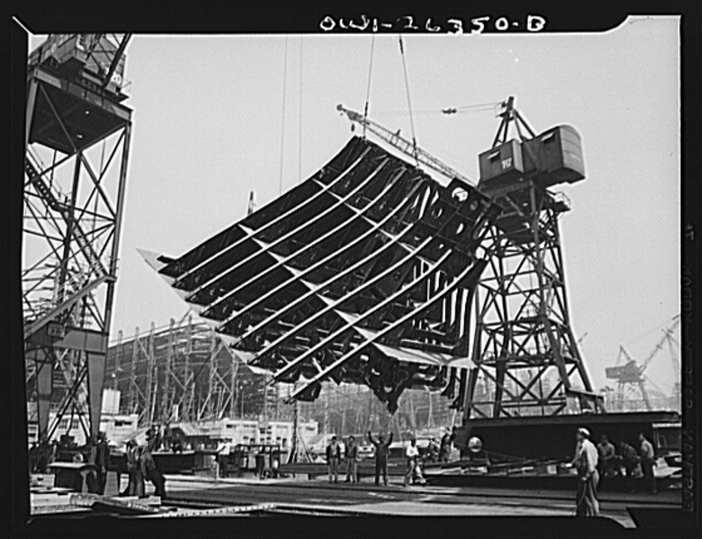 Bethlehem-Fairfield shipyards, Baltimore, Maryland. Lifting a thirty-ton section from the fabricating table