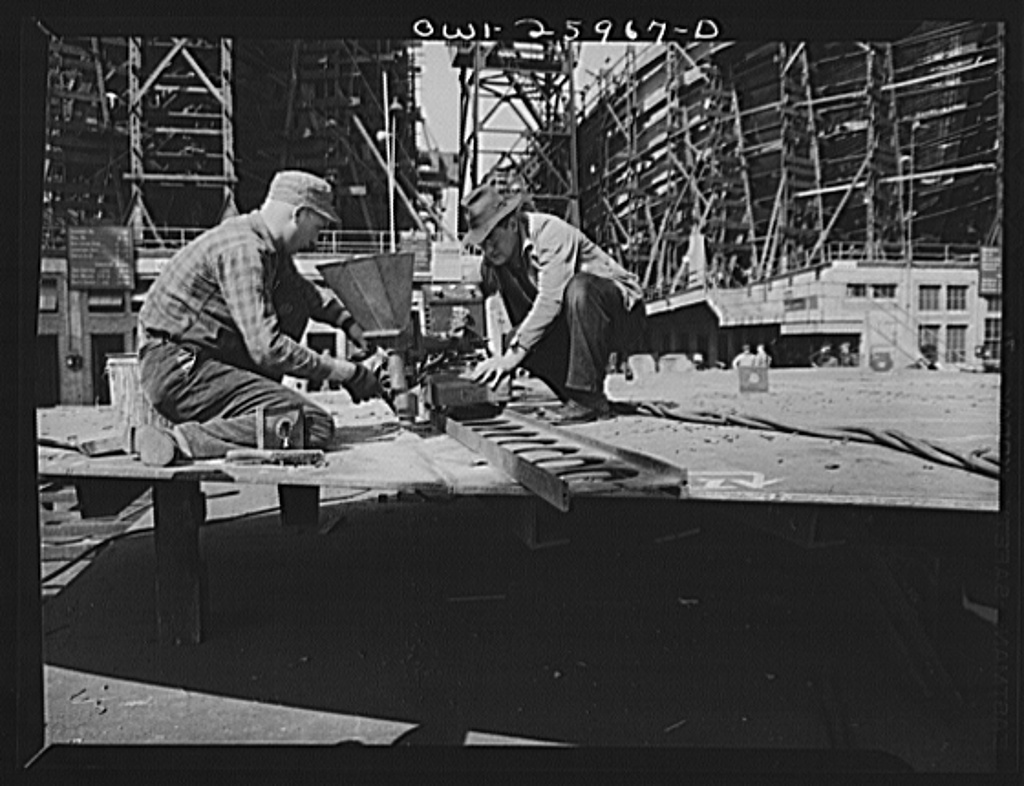 Bethlehem-Fairfield shipyards, Baltimore, Maryland. Making a weld with union welding machines