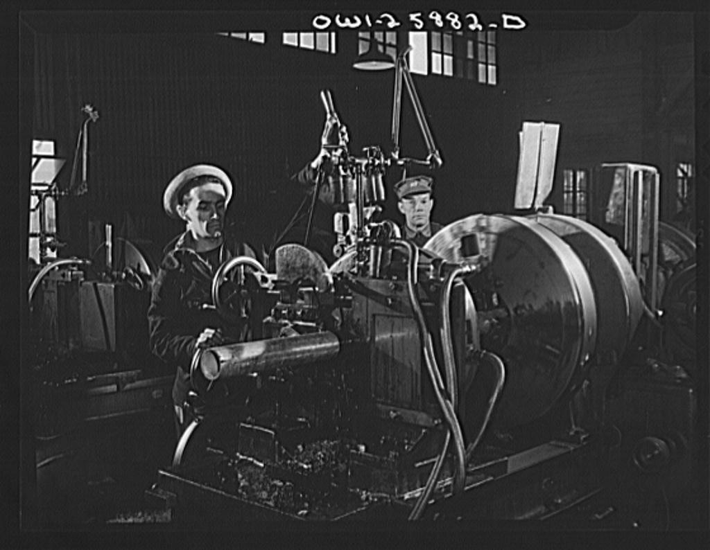 Bethlehem-Fairfield shipyards, Baltimore, Maryland. Threading and cutting pipe