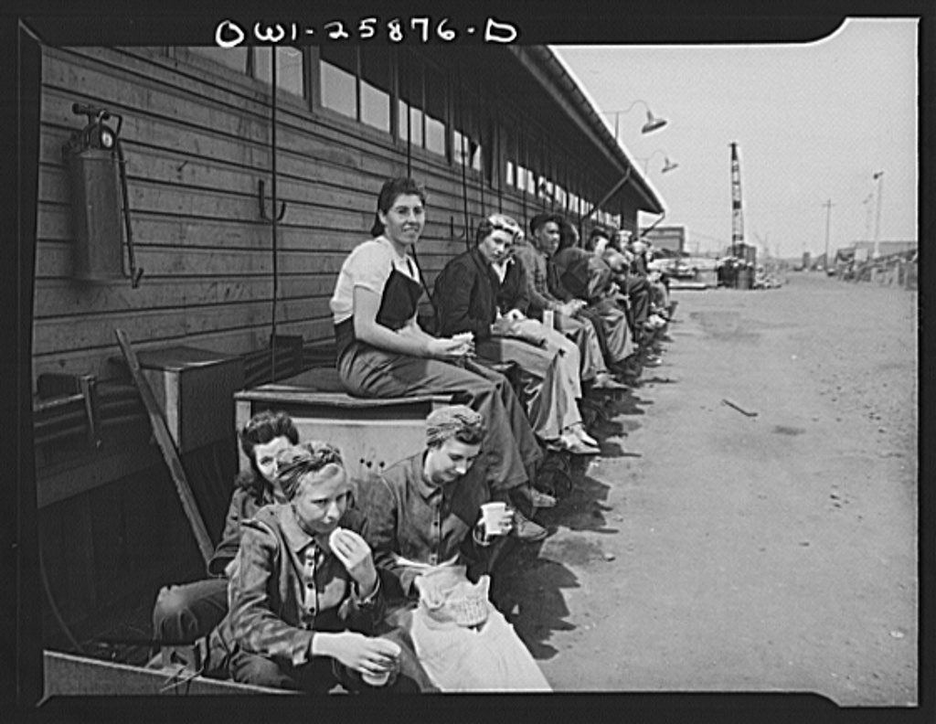 Bethlehem-Fairfield shipyards, Baltimore, Maryland. Workers during lunch hour