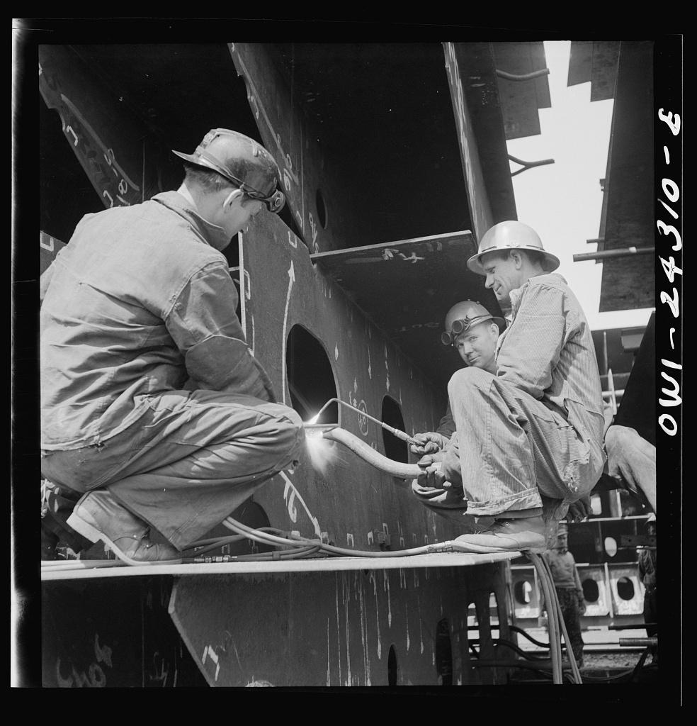 Bethlehem-Fairfield shipyards, Baltimore, Maryland. Working on innerbottom units