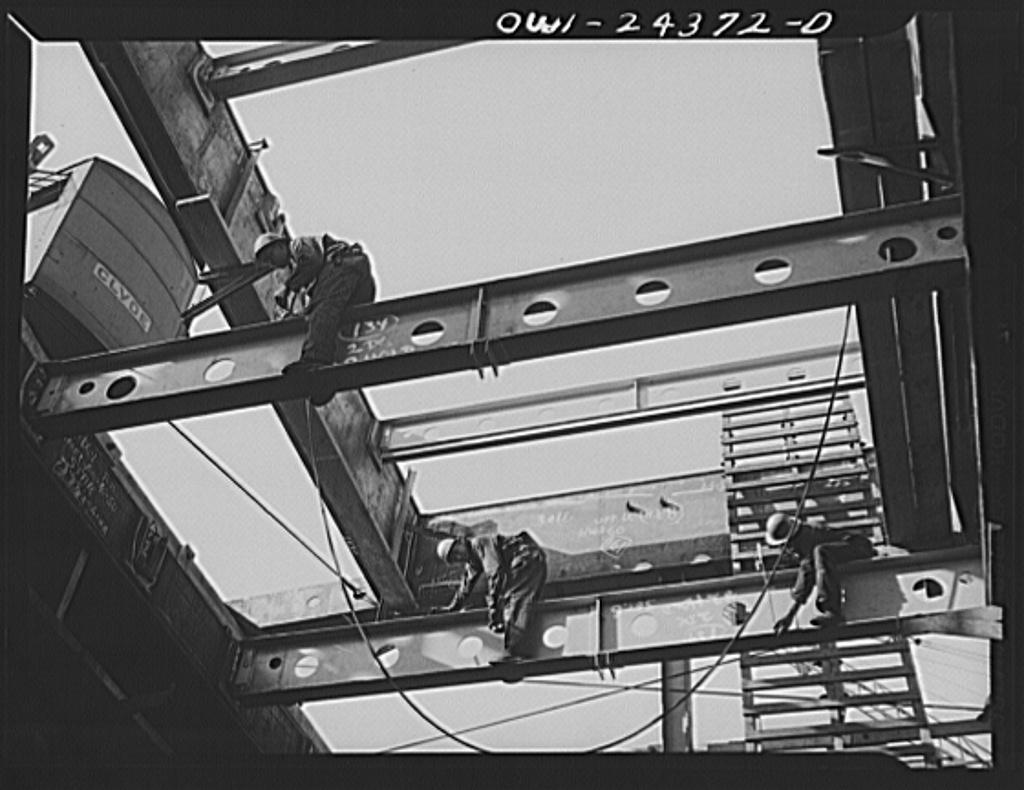 Bethlehem-Fairfield shipyards, Baltimore, Maryland. Working on the hatch, shifting beam