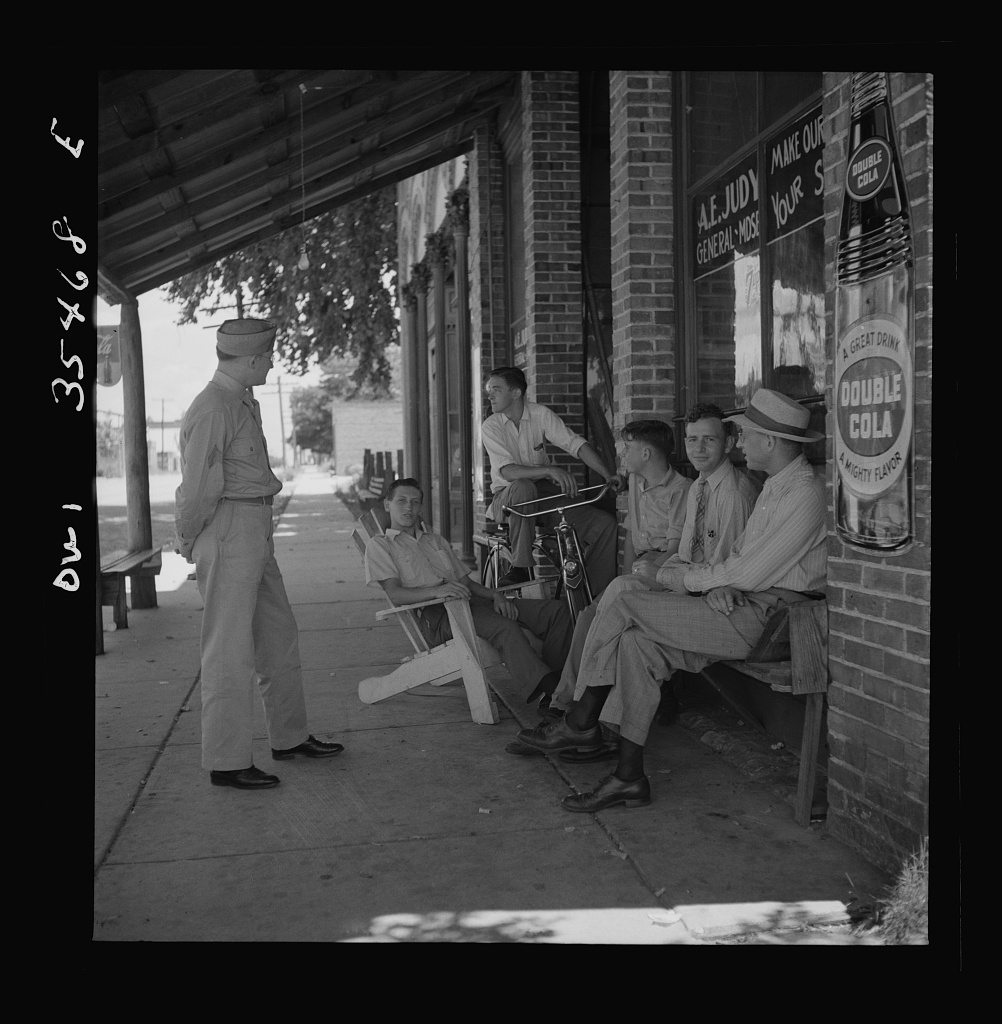Bowman, South Carolina. Sergeant John Riley of the 25th service group, Air Service Command, talking with friends while on leave at his home. Before enlisting in the Army, Sergeant Riley worked in his father's garage for many years