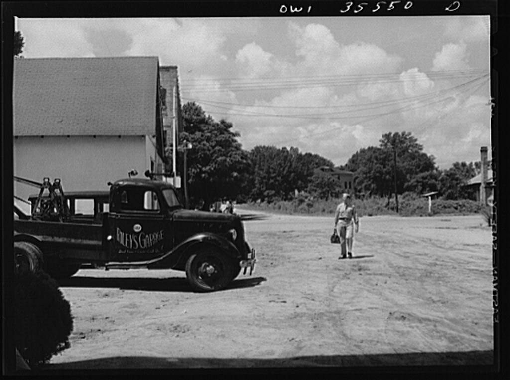 Bowman, South Carolina. Sergeant John Riley of the 25th service group of the Air Service Command, coming home on leave