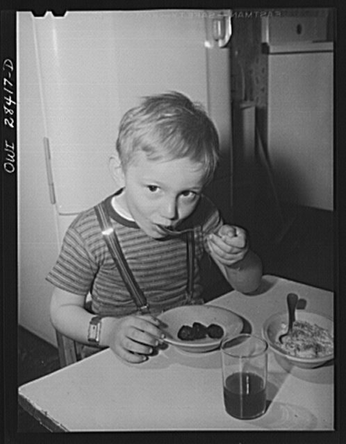 Buffalo, New York. Lakeview nursery school for children of working mothers, operated by the Board of education at a tuition fee of three dollars weekly. Lee comes to school before breakfast, so has it there