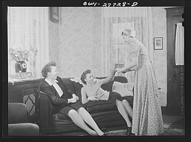 Buffalo, New York. Laura Czaya passing cherry pop to her two sisters-in-law who have dropped in on Sunday afternoon. Laura's husband is a Corporal stationed in Arkansas. She works in Symington-Gould, makers of tank, ship, and railroad parts. The sisters-in-law also works in war plants. They are all of Polish descent
