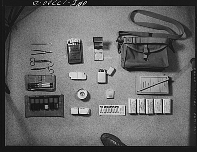 Carlisle, Pennsylvania. Medical field service training school. Contents of the kit carried by a medical officer: surgical kit and instruments, iodine swabs, sterilizer, pill boxes, hypodermic case, diagnosis tags, adhesive tape, hypodermic needles, medicinal vials, tourniquet, safety pins, and gauze bandages