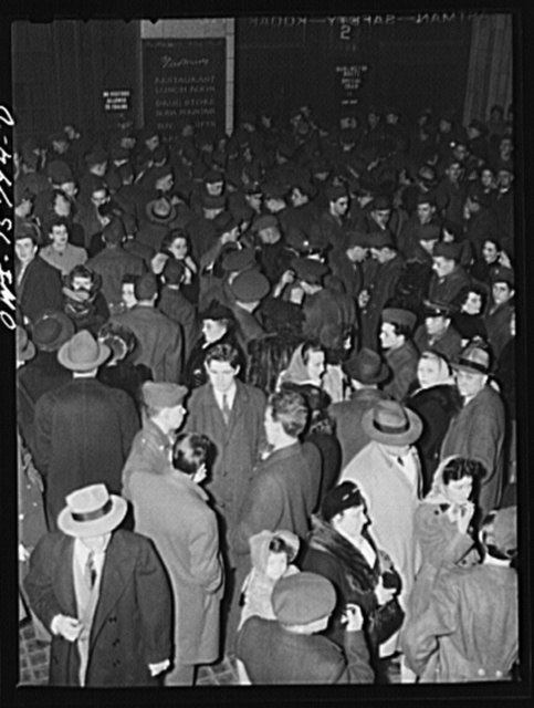 Chicago, Illinois. Parents and friends seeing soldiers off at Union Station on Sunday night, on their way back to camp after a weekend furlough