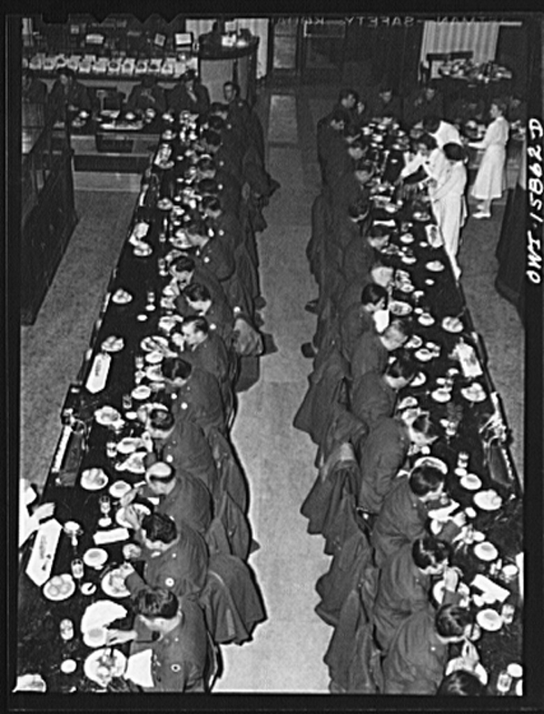 Chicago, Illinois. Soldiers being served dinner in the Fred Harvey restaurant at the Union Station