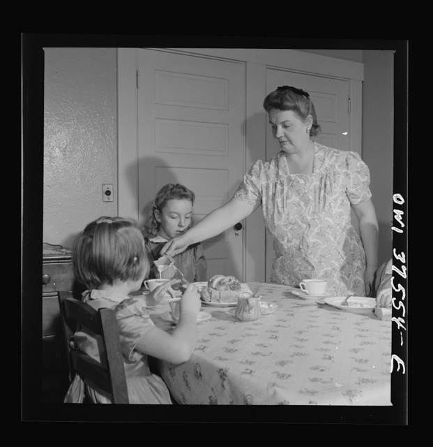 Cincinnati, Ohio. Mrs. Cochran, the wife of a Greyhound bus driver, giving the children Sunday breakfast