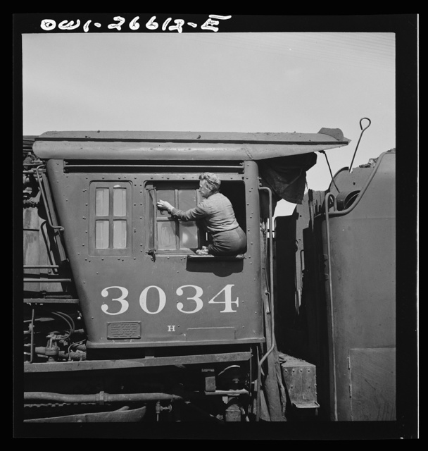 Clinton, Iowa. Women wipers of the Chicago Northwestern cleaning one of the giant freight locomotives