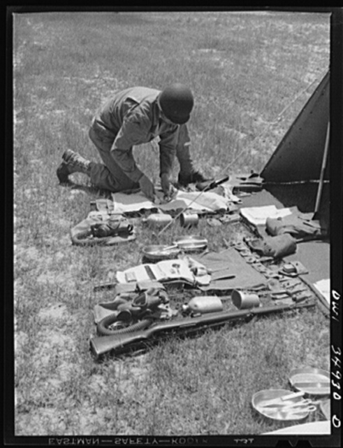 Daniel Field, Georgia. Air Service Command. Learning how to arrange a pack