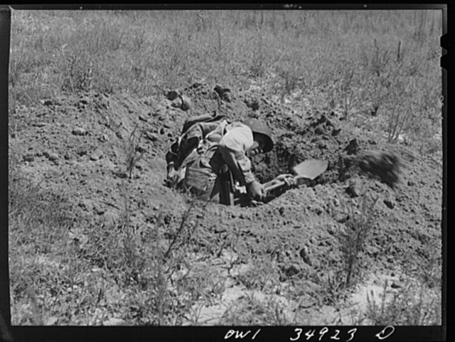 Daniel Field, Georgia. Air Service Command. Learning to dig a foxhole in a hurry