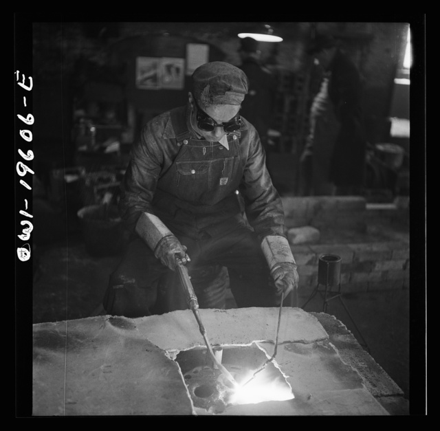 Fort Madison, Iowa. Welding cracks in the cylinder head of a diesel engine at the Shopton locomotive shops of the Atchison, Topeka, and Santa Fe Railroad