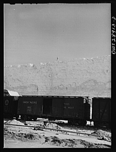 Freeport Sulphur Company, Hoskins Mound, Texas. Boxcars at a sulphur vat