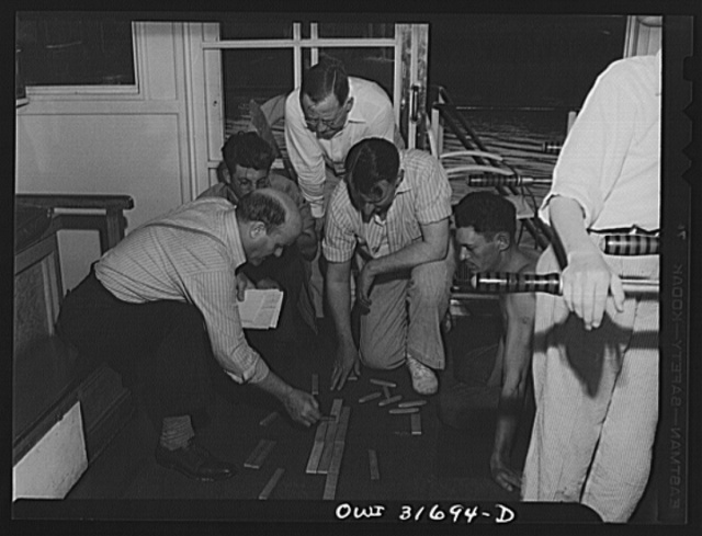 Gallipolis, Ohio. Pilots and mates of the Ernest T. Weir, a towboat, using wooden blocks to make up the arrangement of barges