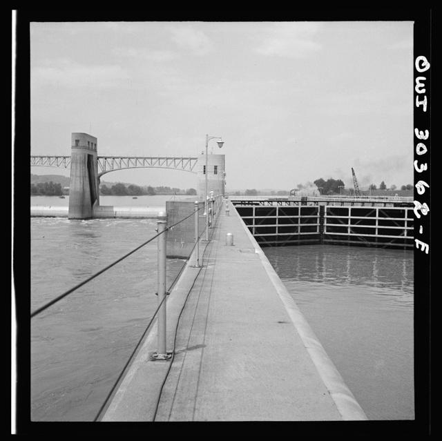 Gallipolis, Ohio. Relationship of roller dam to lock