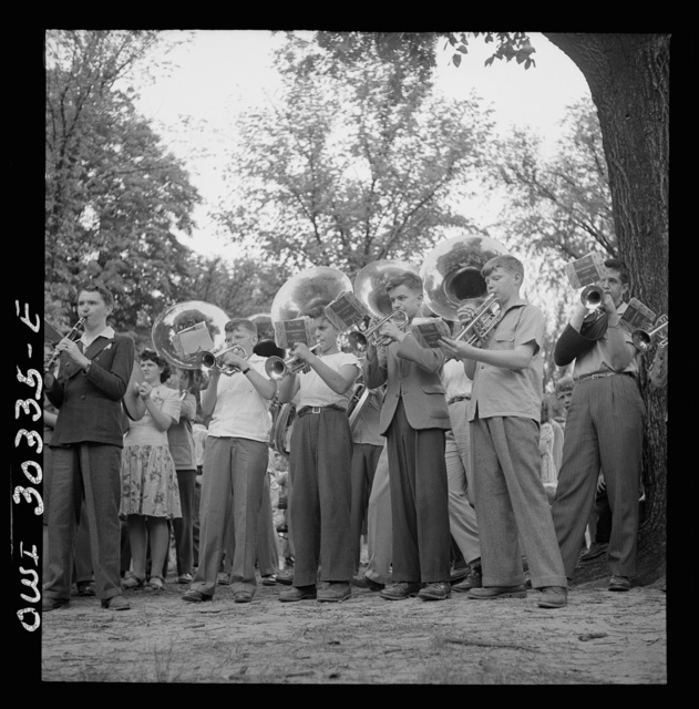 Gallipolis, Ohio. School band playing at Decoration Day ceremonies