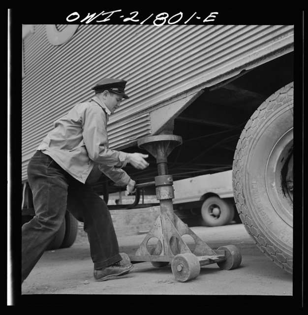Greenville, South Carolina. Loading platform at the terminal of the Associated Transport Company. Putting jacks under a trailer so the tractor can move off to another trailer