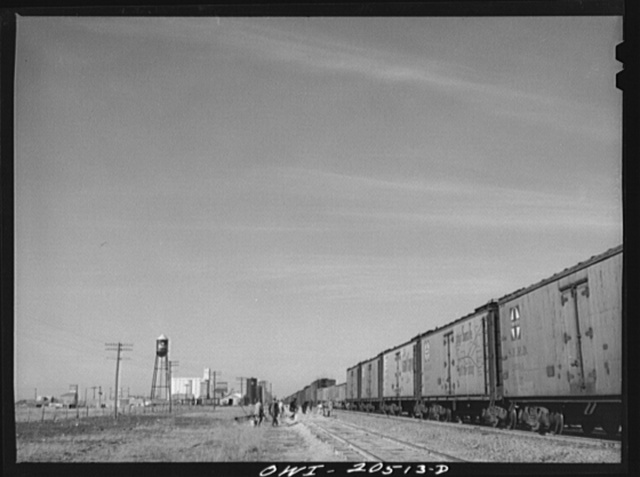 Hereford, Texas. Section gang working on the Atchison, Topeka and Santa Fe Railroad track