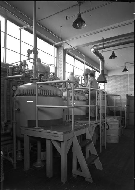 Hoffmann-LaRoche Inc., Nutley, New Jersey. Building no. 28, 2nd floor, rear, group II