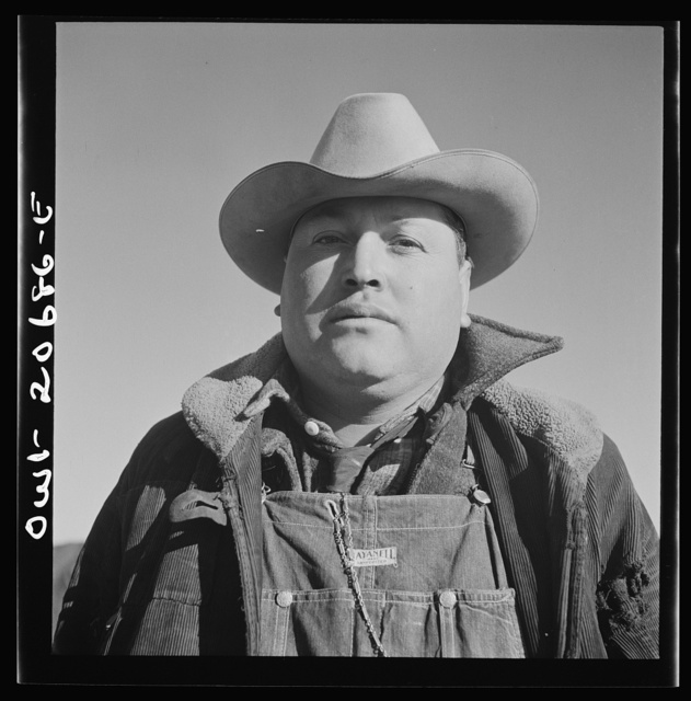 Iden, New Mexico. Assistant foreman George Zamora of Mountainair, New Mexico, on a section job in the Atchison, Topeka and Santa Fe Railroad yard between Clovis and Vaughn, New Mexico