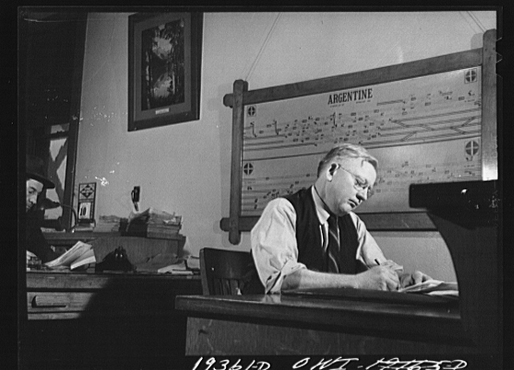 Kansas City, Kansas. Mr. A. D. Howe, trainmaster's chief clerk in the Atchison, Topeka and Santa Fe Railroad trainmaster's office