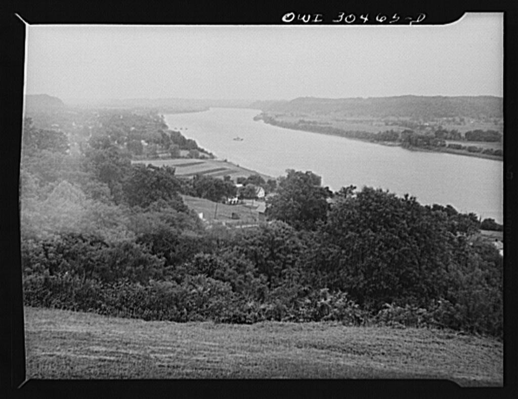 Looking towards Gallipolis, Ohio