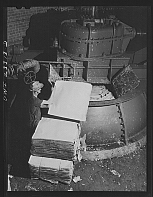 Lufkin, Texas. Southland paper mill. Putting sheets of Kraft paper into a vortex beater which reduces them to pulp, twenty percent of which is added to the ground wood of slash pine to make newsprint