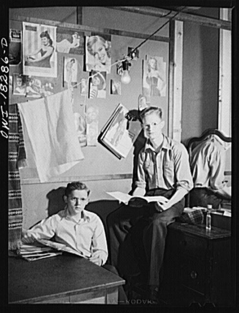 Madison, Wisconsin. Farm short course school at the University of Wisconsin. Gordon Swanstrom and Morell Babcock of Burnette County, Wisconsin, students at the school