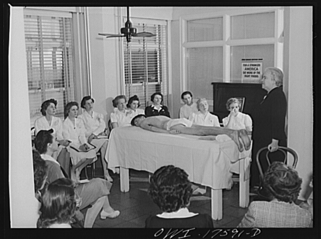 Minneapolis, Minnesota. Sister Kenny conducting a class for technicians at the Elizabeth Kenny Institute