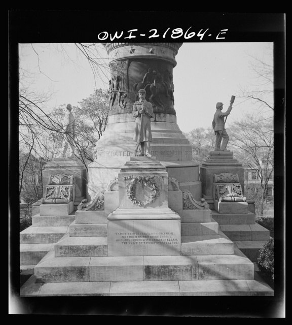 Montgomery, Alabama. Confederate monument in front of the state capitol