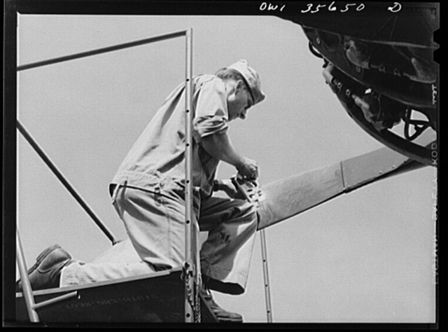 Myrtle Beach, South Carolina. Air Service Command. Private Philip A. Zilinsky, propeller specialist with a mobile unit checking the pitch of a propeller