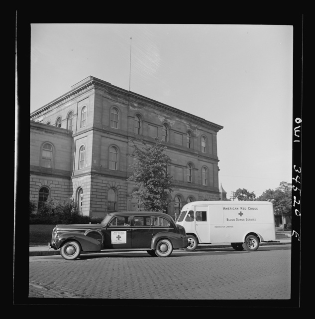 Oswego, New York. Red Cross blood donor service cars from Syracuse, New York parked outside the post office. One thousand Oswegans volunteered to give their blood, and the Red Cross handled ten every fifteen minutes during the campaign