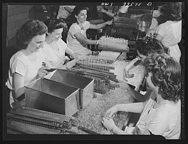 Parke, Davis and Company, manufacturing chemists, Detroit, Michigan. Inspecting empty ampoules