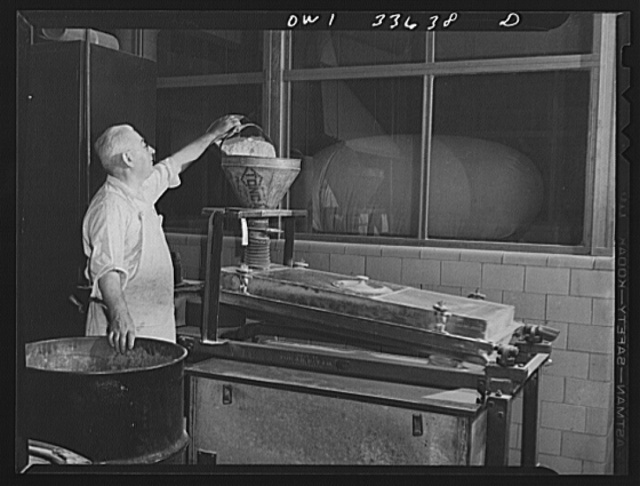 Parke, Davis and Company, manufacturing chemists, Detroit, Michigan. Mixing medicinal powders for pharmaceutical products