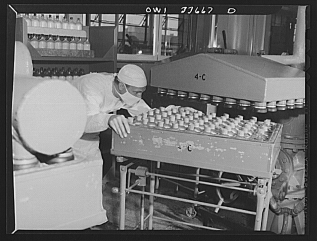 Parke, Davis and Company, manufacturing chemists, Detroit, Michigan. Preparing to dehydrate flasks of frozen blood plasma