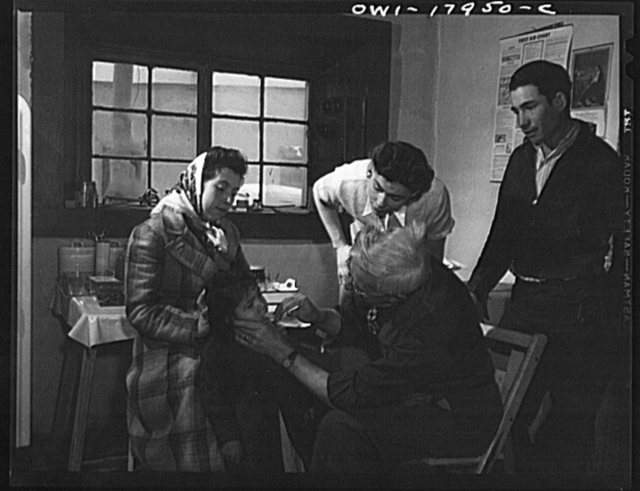 Penasco, New Mexico. Doctor Onstine making an examination in the clinic operated by the Taos County cooperative health association