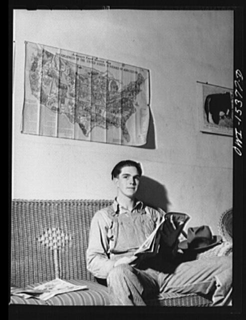 Rio Grande, Gallia County, Ohio. Len Hill, farm labor trainee at Rio Grande College. He formerly farmed with his father in Whitney County, Kentucky