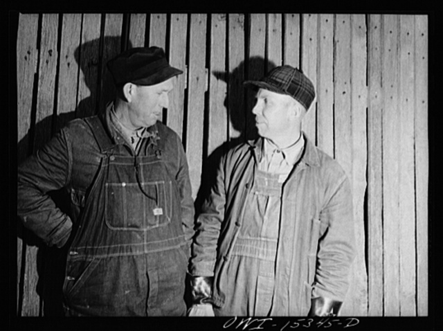 Rio Grande, Ohio. Leighton Cassidy and John Floyd at Rio Grande College, Ohio, where training program is being given. These men were located on small unproductive farms in Laurel County, Kentucky before coming up to Ohio
