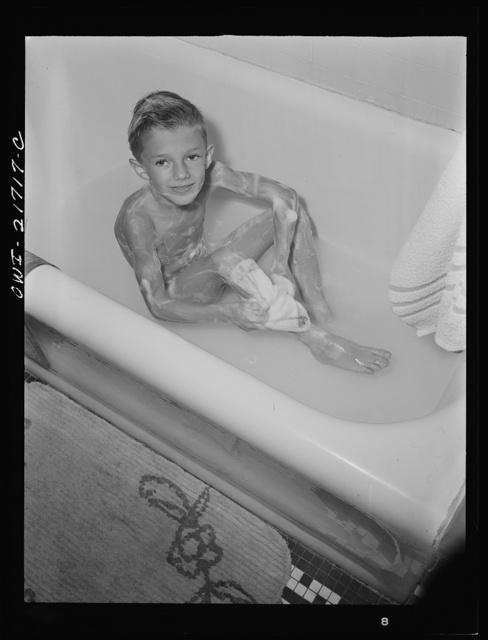 Rochester, New York. Earl Babcock enjoying his daily bath