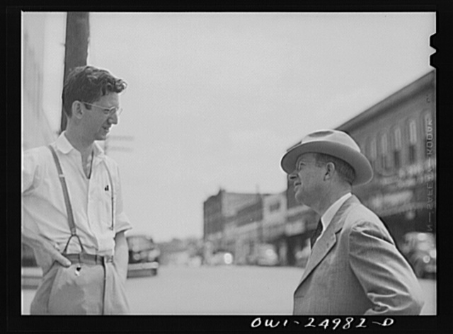 San Augustine, Texas. Harlan Hayes of the San Augustine Tribune talking with Reverend Marsh Calloway, the Presbyterian minister