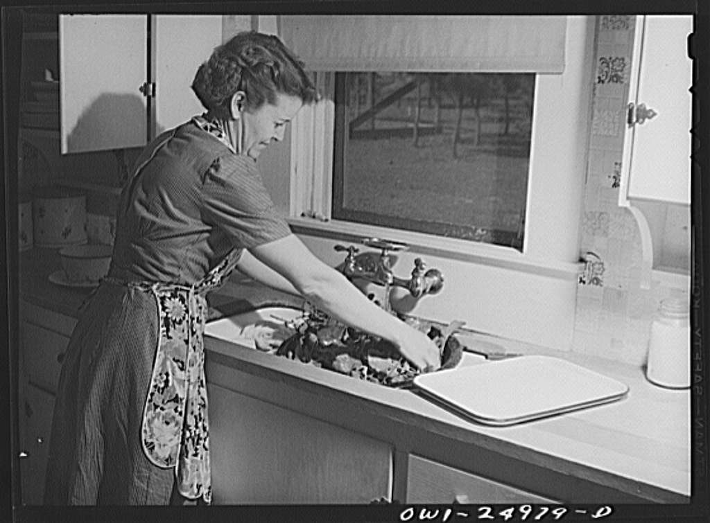 San Augustine, Texas. Mrs. Jim Halberd i.e., Halbert, wife of the sheriff, washing turnip greens