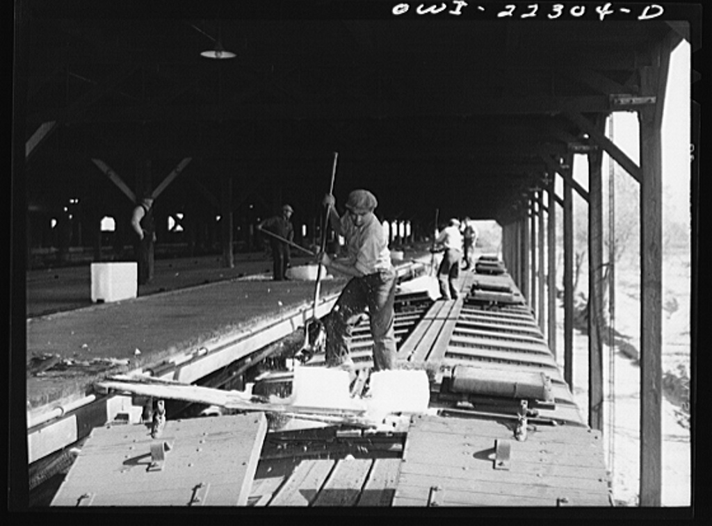San Bernardino, California. Icing Atchison, Topeka and Santa Fe Railroad refrigerator cars at the ice plant