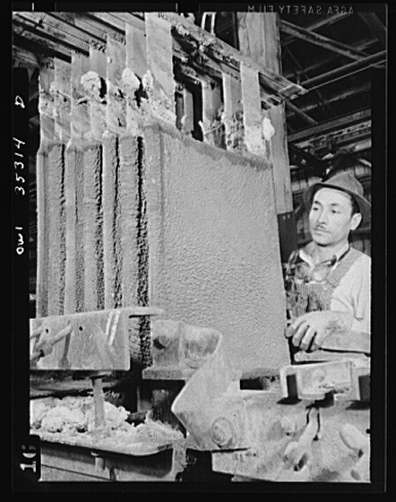 San Francisco, California. Tin covered plates climax detinning process of salvaged cans at the metal and thermite company