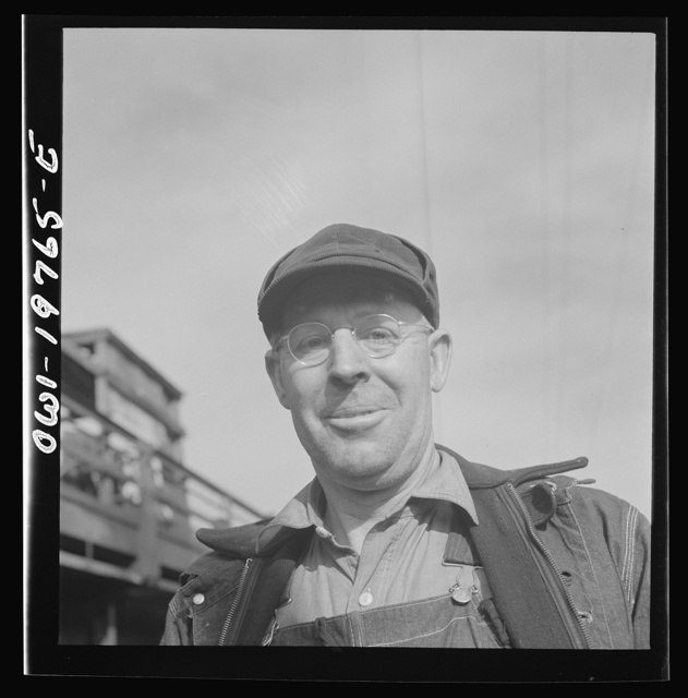 Topeka, Kansas. Walter Mitchell, steel car repairer and riveter, at the car shops of the Atchison, Topeka and Santa Fe Railroad