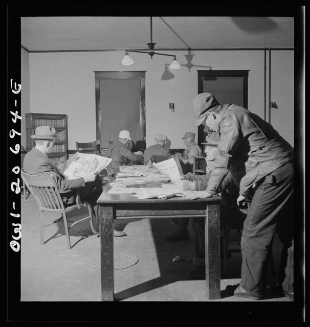 Vaughn, New Mexico. Railroad men reading newspapers and playing dominoes in the Atchison, Topeka and Santa Fe Railroad yard reading room
