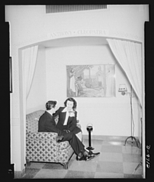 """War workers. Social activities.  A government girl entertains her young navy officer friend in """"Lovers Lane"""" nook of Scotts' Hotel, a government hotel for women war workers"""