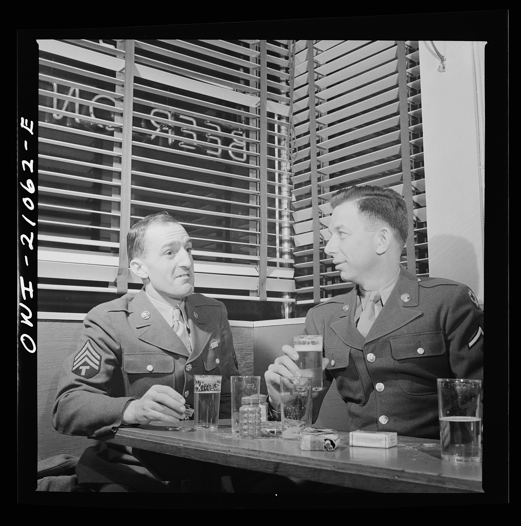 Washington, D.C. Soldiers form Walter Reed Hospital drinking beer at the Sea Grill